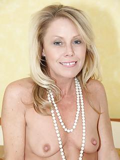 Blonde Moms Pics